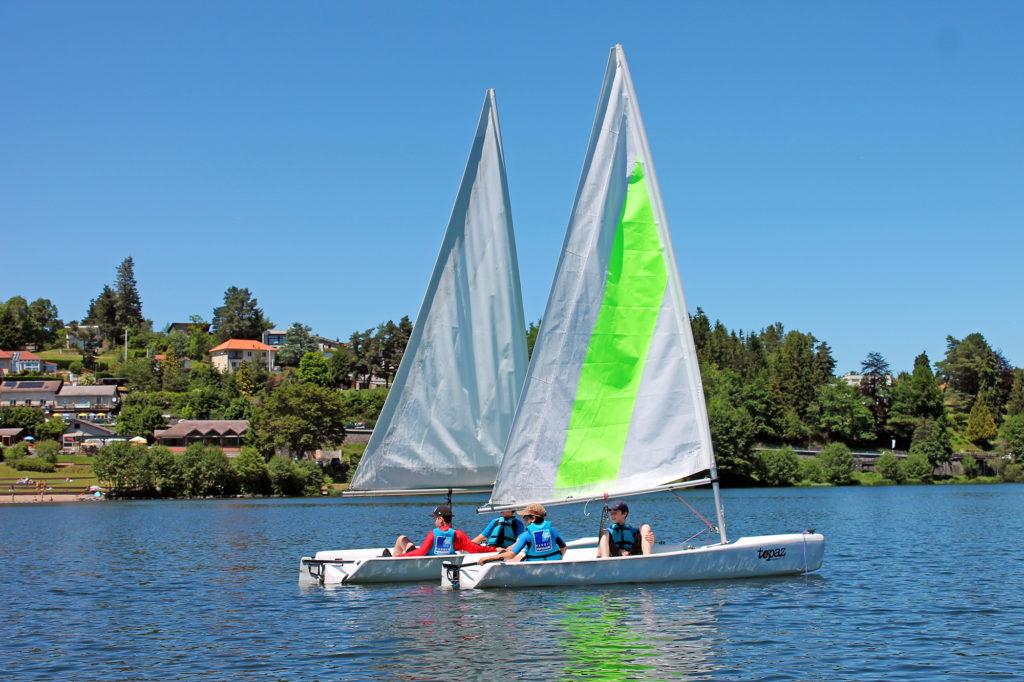 Dériveur pour centre de loisirs sur le lac d'Aydat - Mond'Arverne Tourisme©